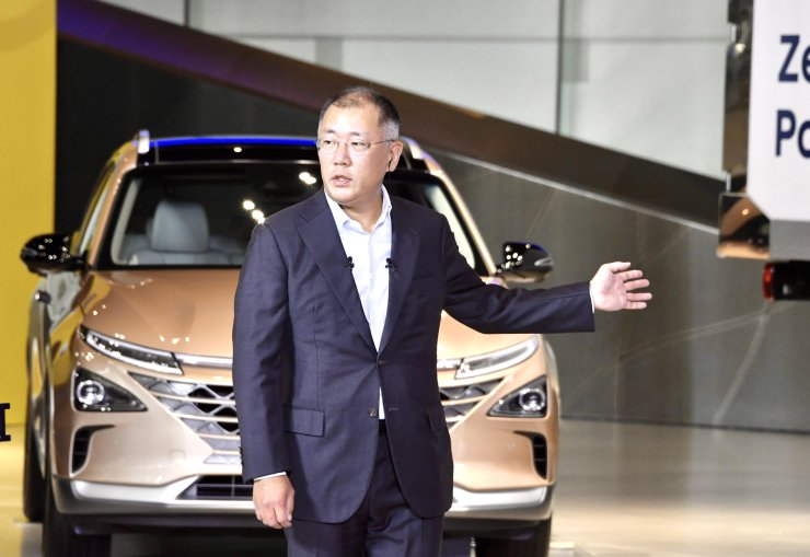 Hyundai Motor Group Executive Vice Chairman Chung Euisun speaks during a televised announcement of Moon Jae-in government's Korean New Deal investment initiative. Courtesy of Hyundai Motor Group
